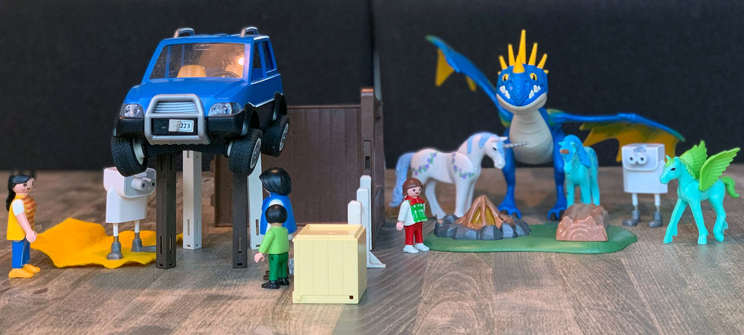 Playmobil and adapter robots